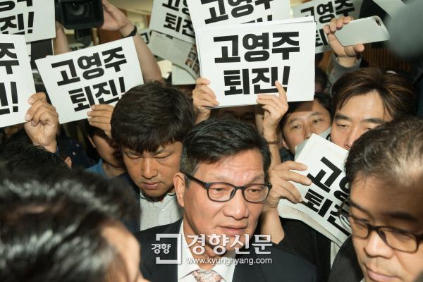 [경향포토]방문진 이사회 참석하는 최기화 MBC 기획본부 본부장