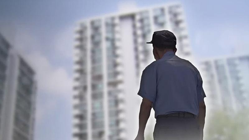 ¨최저임금 올라서¨ 해고 위기 내몰린 아파트 경비원들