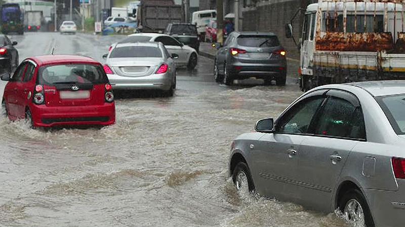 주택 무너지고 도로 침수…부산·경남 폭우에 `피해 속출`