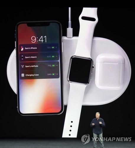 애플워치 3, 새무기는 단연 LTE 통화기능…통화 기능 선보이자 탄성 쏟아져