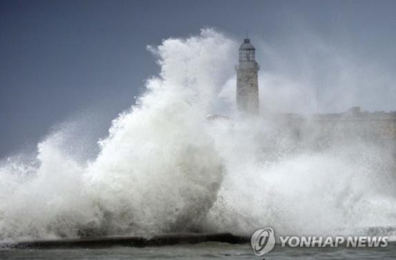 [태풍경로] 태풍 `탈림` 방황 끝? 15일에 한국행…中50만명 대피, 위력은 `어마`급