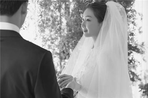 """""""누난 내 여자니까"""".. 최지우·송송 커플부터 연예계 연상연하 커플 누구 있나?"""