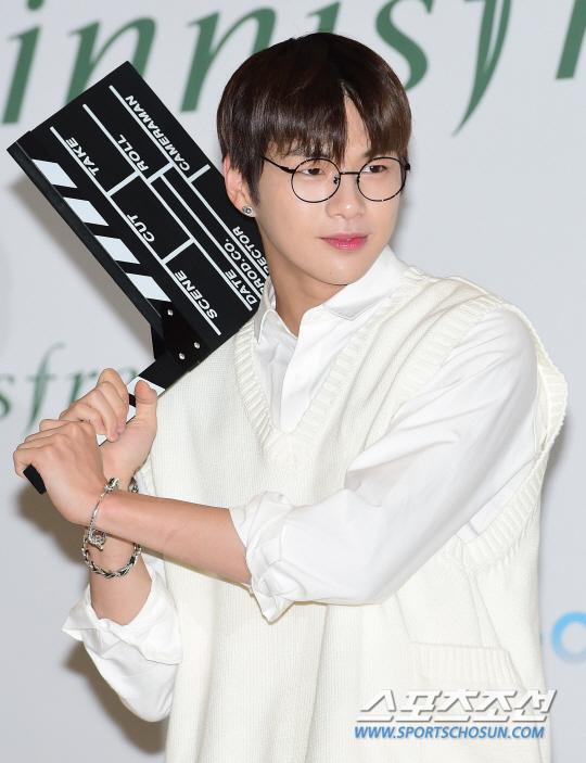 스타→팬덤 확산…아이스버킷 챌린지 달군 `강다니엘 효과`
