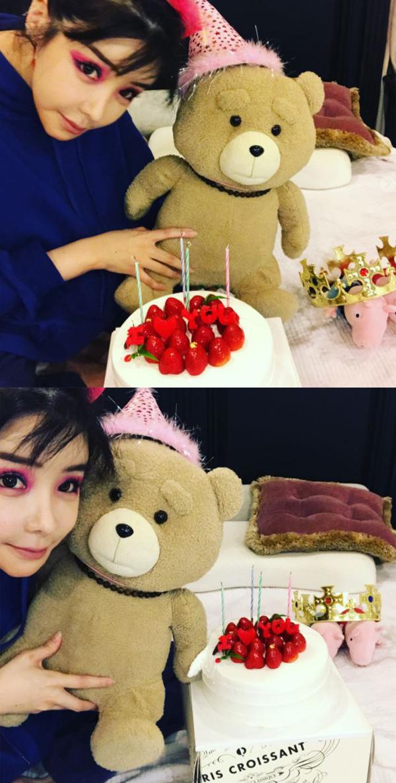 박봄, 강렬한 핑크 메이크업으로 존재감 UP '인형은 거들 뿐'