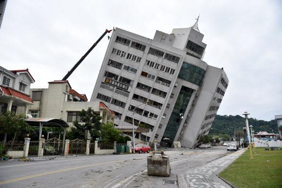 """외교부 """"대만 지진에 한국인 14명 구출 및 대피"""""""
