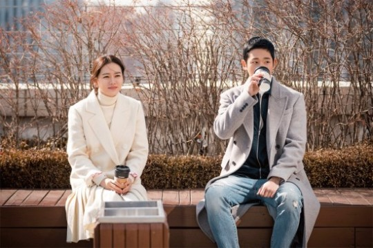 정해인X손예진, 커플 스틸 최초 공개 '달달한 모습 포착'
