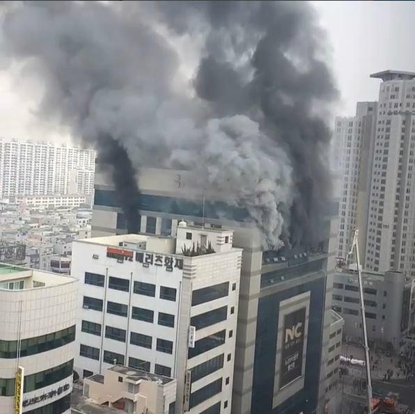 울산 뉴코아아울렛 화재 반대편 건물에서 영상 올린 안재욱