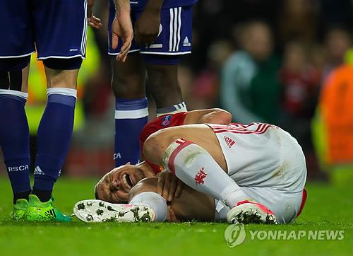 즐라탄, 오른발 부상으로 시즌 아웃 가능성