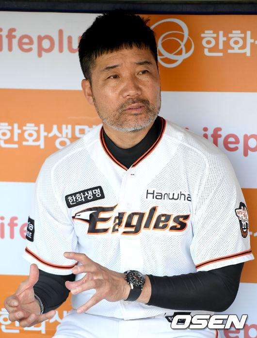 """'역전승' 한용덕 감독 """"이성열 3점 홈런 분위기를 바꿨다"""""""