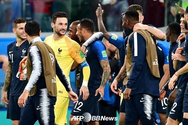 [간밤의 월드컵] 프랑스, 20년 만 결승행!.. 두 번째 우승 도전