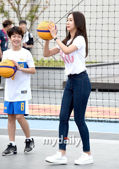 [MD포토] 박지영 아나운서 `내 슛을 잘 봐`