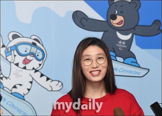 """쇼트트랙 응원 가는 김연경 """"선수들 홈 이점 안고 선전하길"""""""