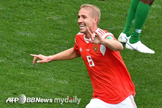 러시아 가진스키, 헤딩으로 월드컵 첫 골 주인공!
