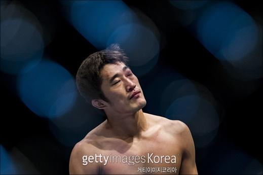 [UFC]`키스 질겁` 김동현, 당돌한 코빙턴 눕힌다