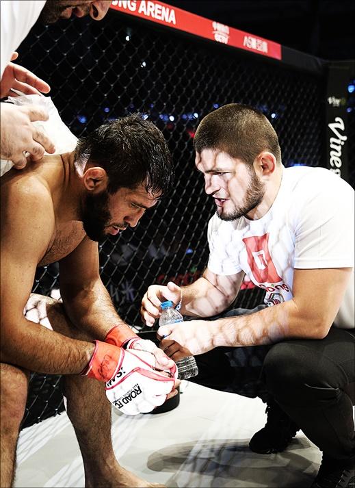 UFC 랭킹 1위 하빕의 환호 '권아솔 보고 있나'