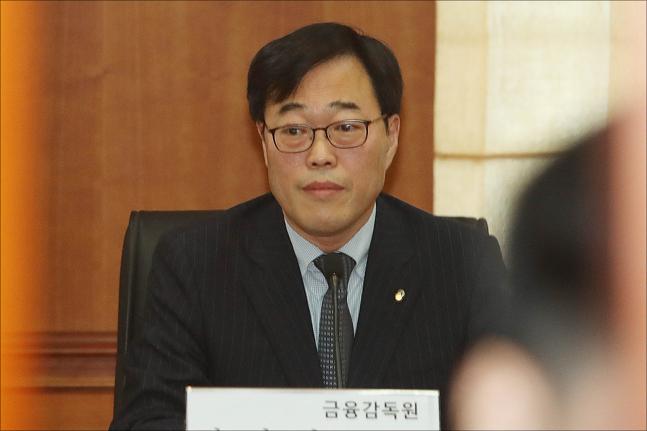 여야 '김기식 힘겨루기' 본격화…예비후보들 '숟가락 얹기'