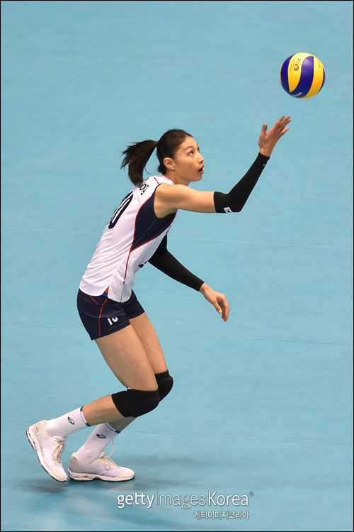 '김연경 16점' 여자배구 세계 1위 중국 완파