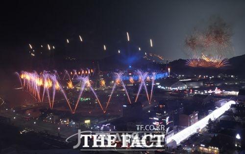 [평창올림픽 이모저모] 외신들, 개회식 남북 공동입장·문 대통령-北 김여정 악수 장면 긴급 타전