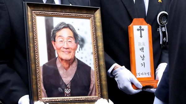 `고 백남기 유족 명예훼손` 보수단체 대표 혐의 부인