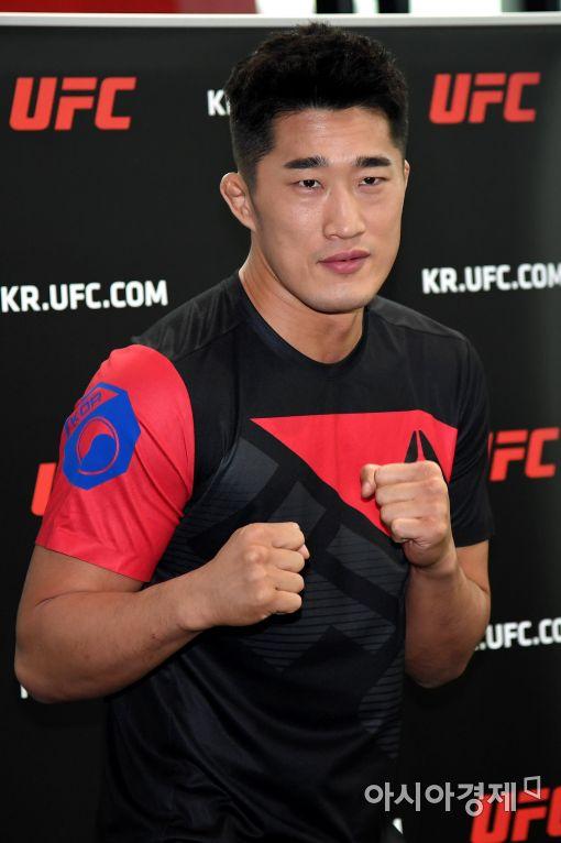 UFC 김동현 17일 싱가포르서 코빙턴과 맞붙어