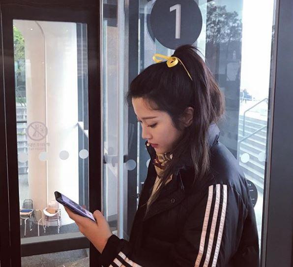 """""""노란 리본이 포인트""""...문가영, 그림 같은 옆모습"""