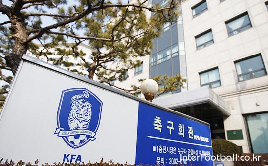 [A-POINT] ¨기여하고 싶다¨는 히딩크와 배임 혐의, 위기에 몰린 KFA