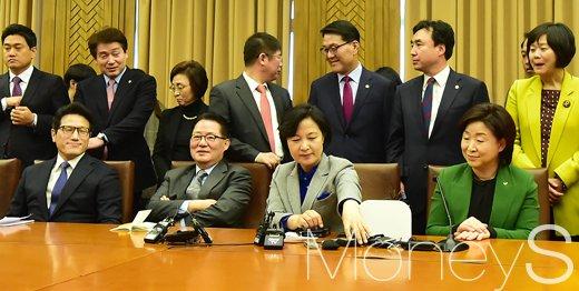 [머니S포토] 야 4당 '특검연장 직권상정 촉구하기로 합의' 오후 정 의장 예방