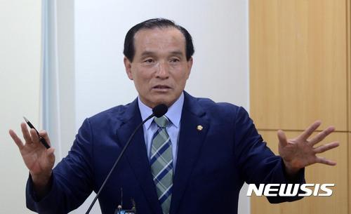 김중로 의원, 강경화 장관 상대 발언 사과… '머리색 언급' 여성비하 논란