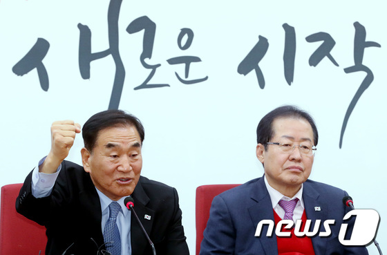 이재오 한국당 복당… 홍준표 ¨한국 우파진영의 통합이 완성됐다¨