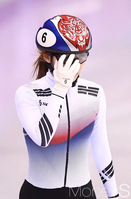 [머니S포토] 최민정, 여자 쇼트트랙 500m에서 아쉬운 실격에 눈물