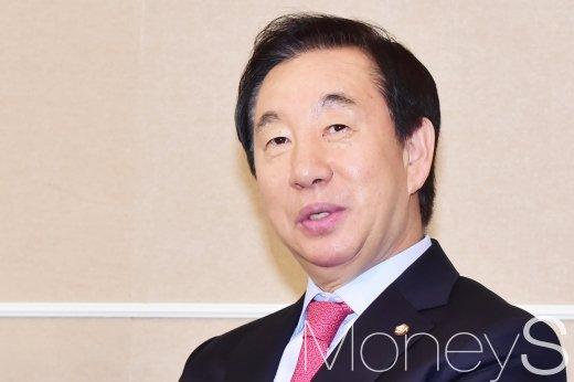 """김성태 """"홍준표 사퇴, 권한대행으로서 당 수습 이끌 것"""""""