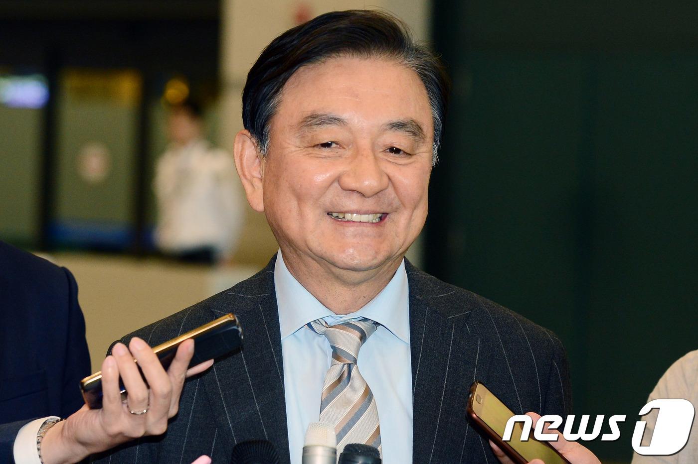 """靑 """"홍석현, 대통령 특보 사의표명…해촉절차 밟아야""""(종합)"""