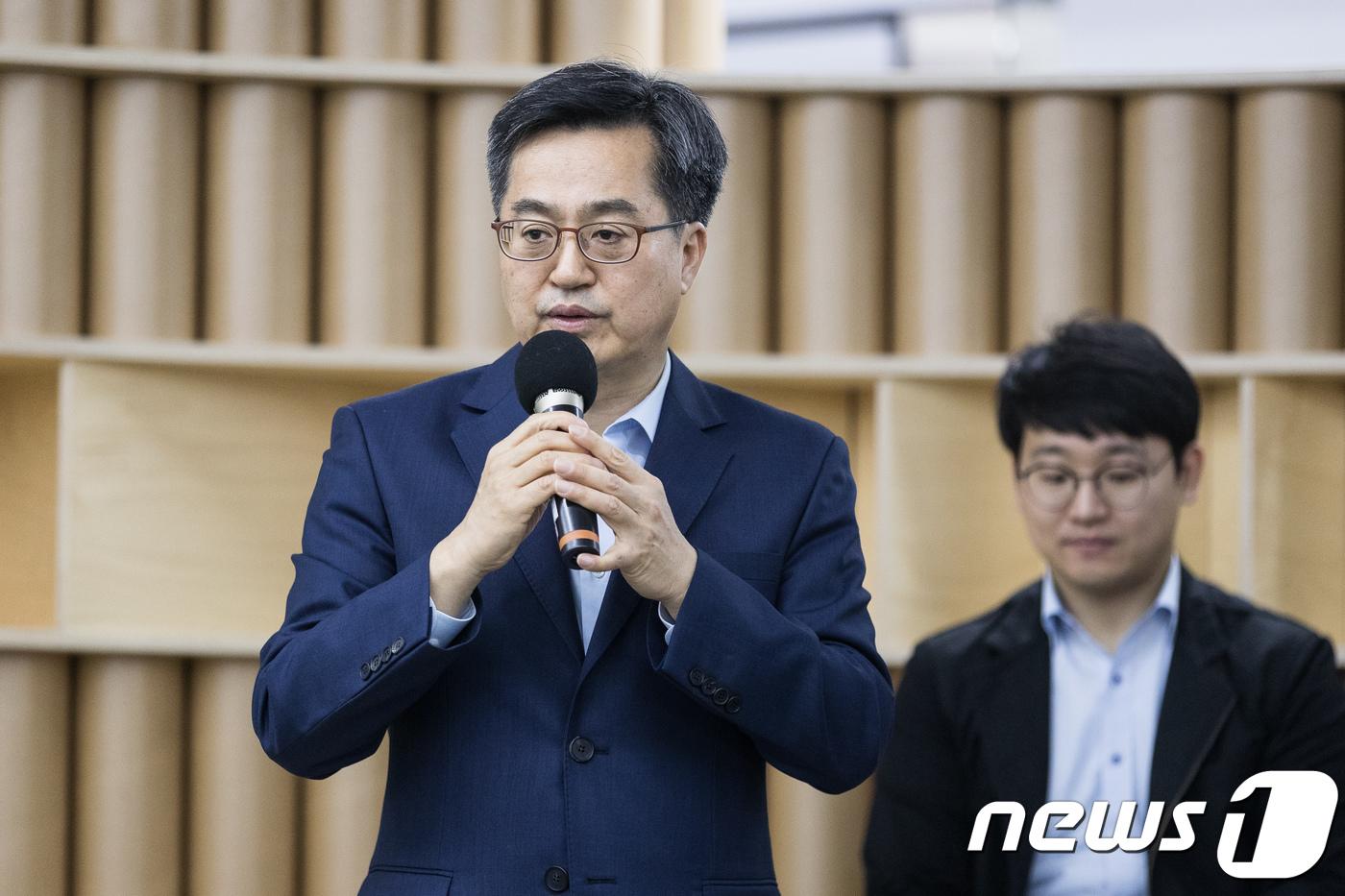 """김동연 """"文정부, 기업 기운 못내게 한 부분 시정하겠다"""""""
