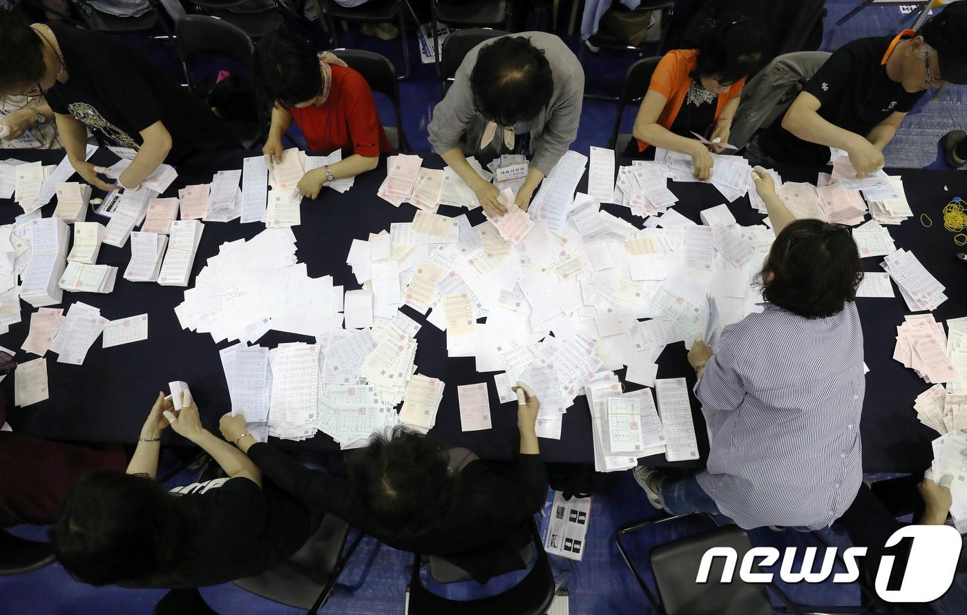 민주 14, 한국 2, 무소속 1…與 역대급 압승, 보수 몰락(종합4보)