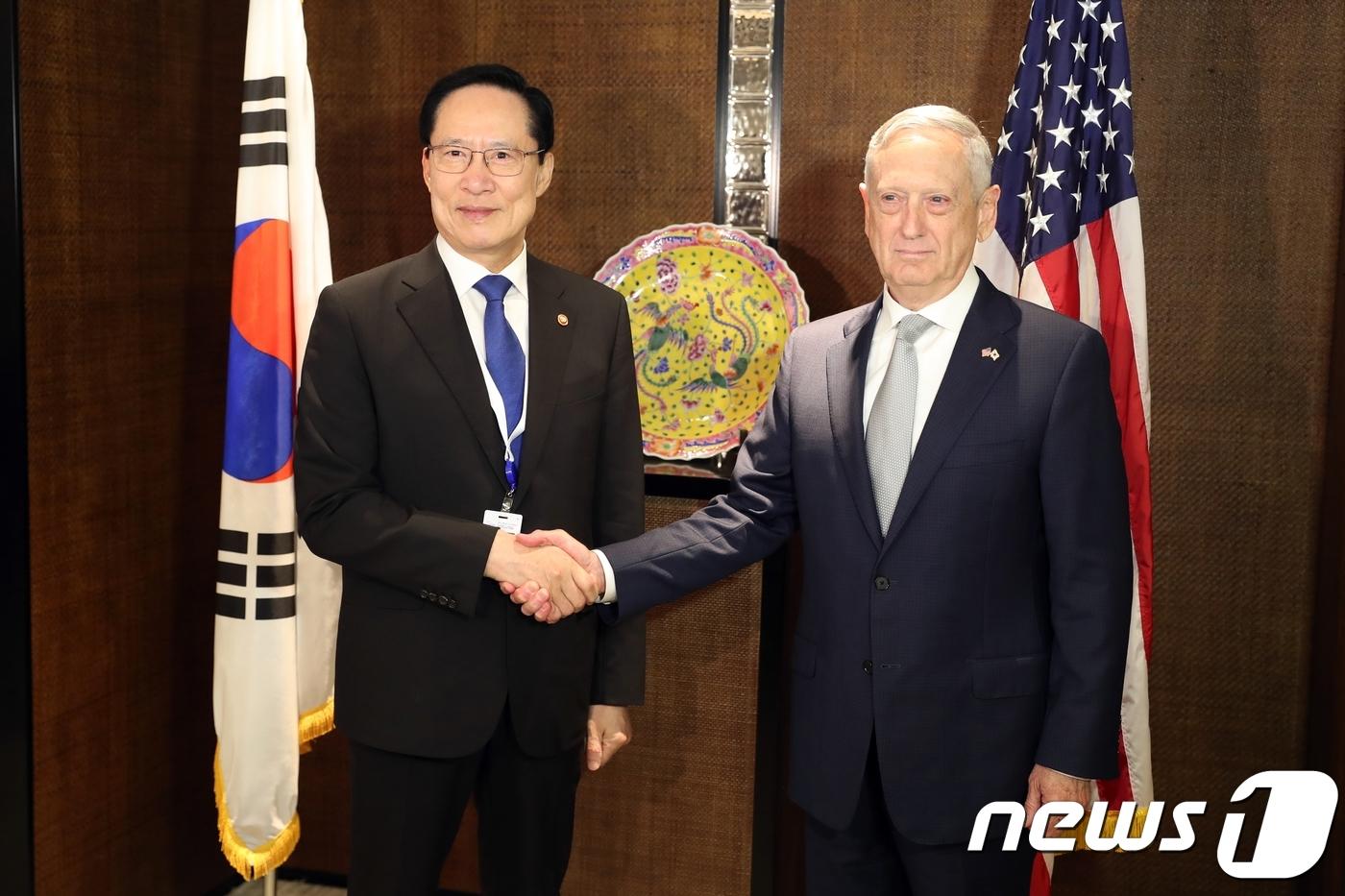 """한미 국방장관 """"연합훈련 중단 여부 논의""""…40분간 통화"""