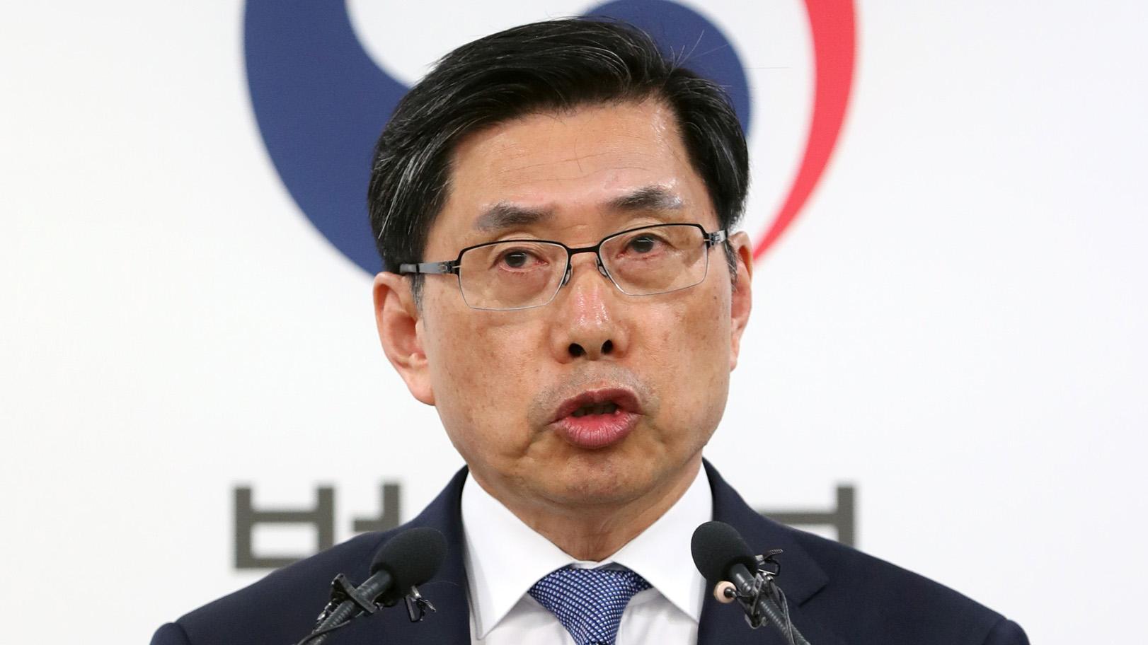 """박상기 법무 """"수사외압 논란 안타까워…엄정처리 당부"""""""