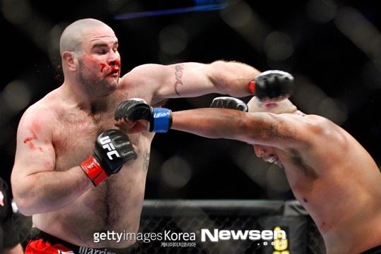 前UFC 팀 헤이그, 복싱 경기 도중 사망..KO 후 뇌사판정