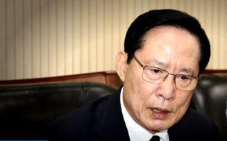"""성폭력 뿌리뽑자는 자리서…송영무 """"여성도 언행 조심"""""""