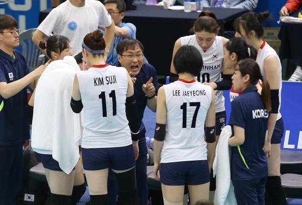 女 배구대표팀 '세계 2위' 미국에 져 4연패