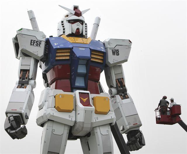 """[SF, 미래에서 온 이야기] """"건담 만드는 게 꿈"""" 거대 보행로봇 만드는 일본"""