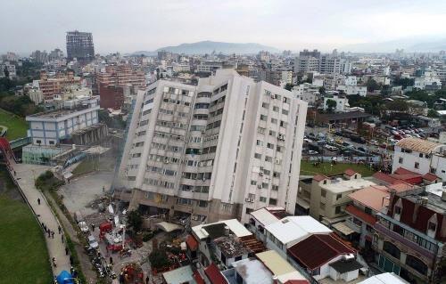 대만 6.0 강진으로 실종자 80여명, 240여명 사상… '불의 고리' 깨어나나