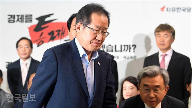 한국당, TK 텃밭만 간신히 지켜… 홍준표 사퇴 시사