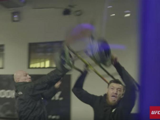 [UFC] 맥그리거는 정말 버스 유리창을 깨려고 했을까?