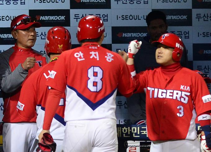 '안치홍 1126일만의 만루포·양현종 18승' KIA 타이거즈, 4연패 탈출