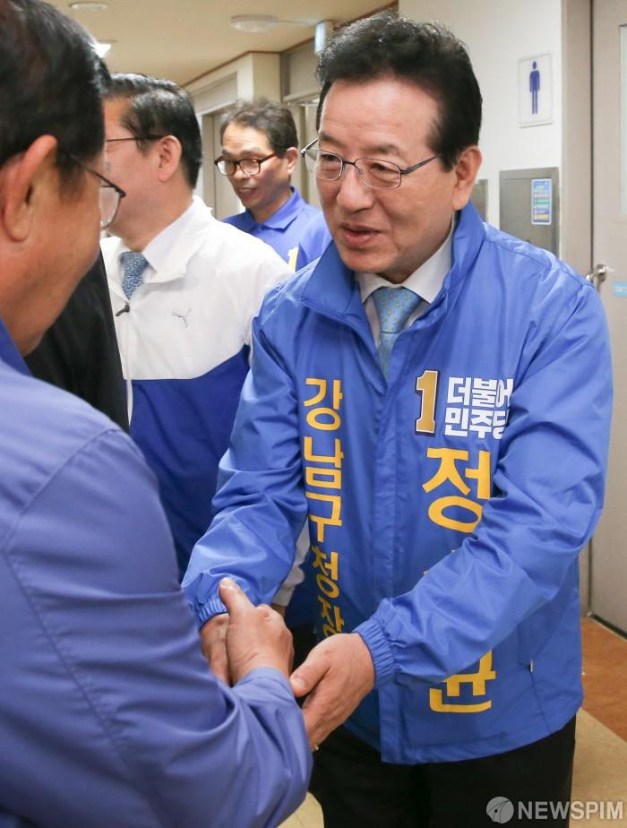 """서울 강남·송파 빼앗긴 한국당...""""세련되지 못한 보수 심판"""""""