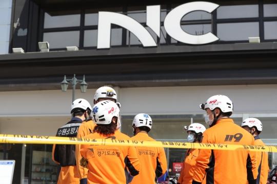 수원 NC백화점 4층 식당서 화재 발생…300여명 긴급 대피 `2명 부상`
