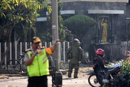 인도네시아, 교회 3곳서 'IS' 소행 추정 연쇄 폭탄 테러…최소 9명 사망·40명 부상