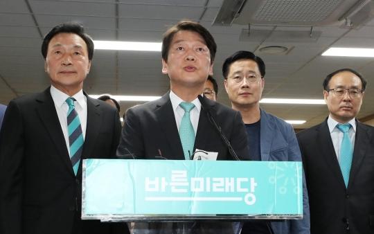 """안철수 """"서울시민의 준엄한 선택 존중""""… 바른미래당, '전패' 충격"""