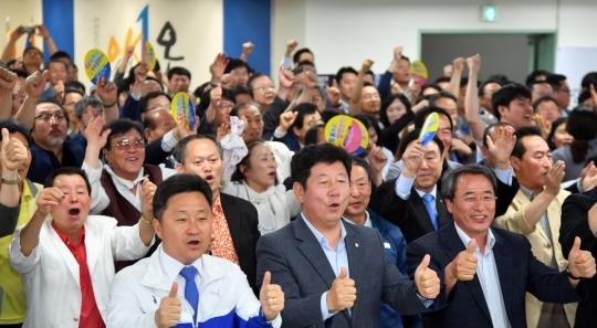 부산시장 선거 개표율 14.6%…민주당 오거돈 '당선 유력'