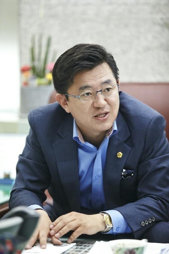 """[인터뷰] 박근철 경기도의원, """"경제에 새로운 활력 불어넣겠다"""""""